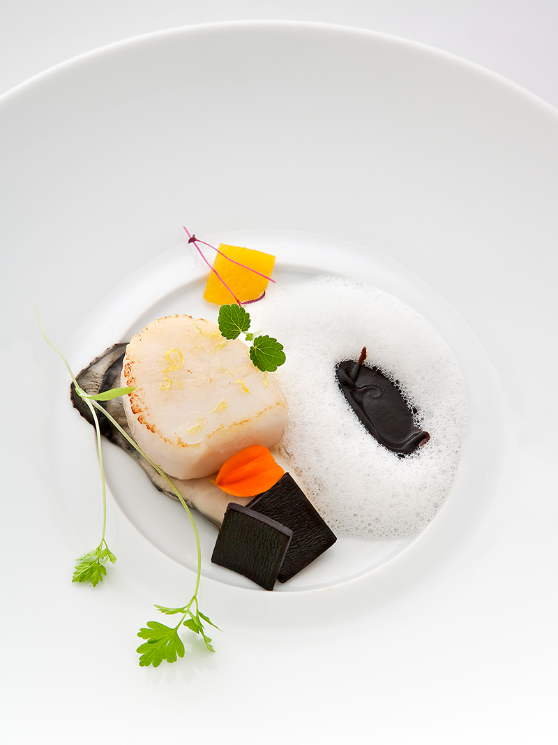 Scallop, Oyster, Kombu by Pascal Barbot © Richard Haughton