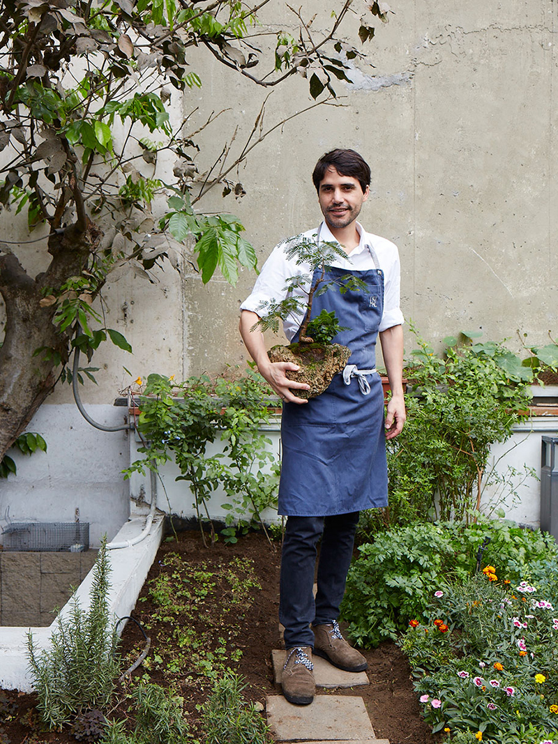 Chef Virgilio Martinez in the garden at Central, in Lima, Peru. © Panamericanworld