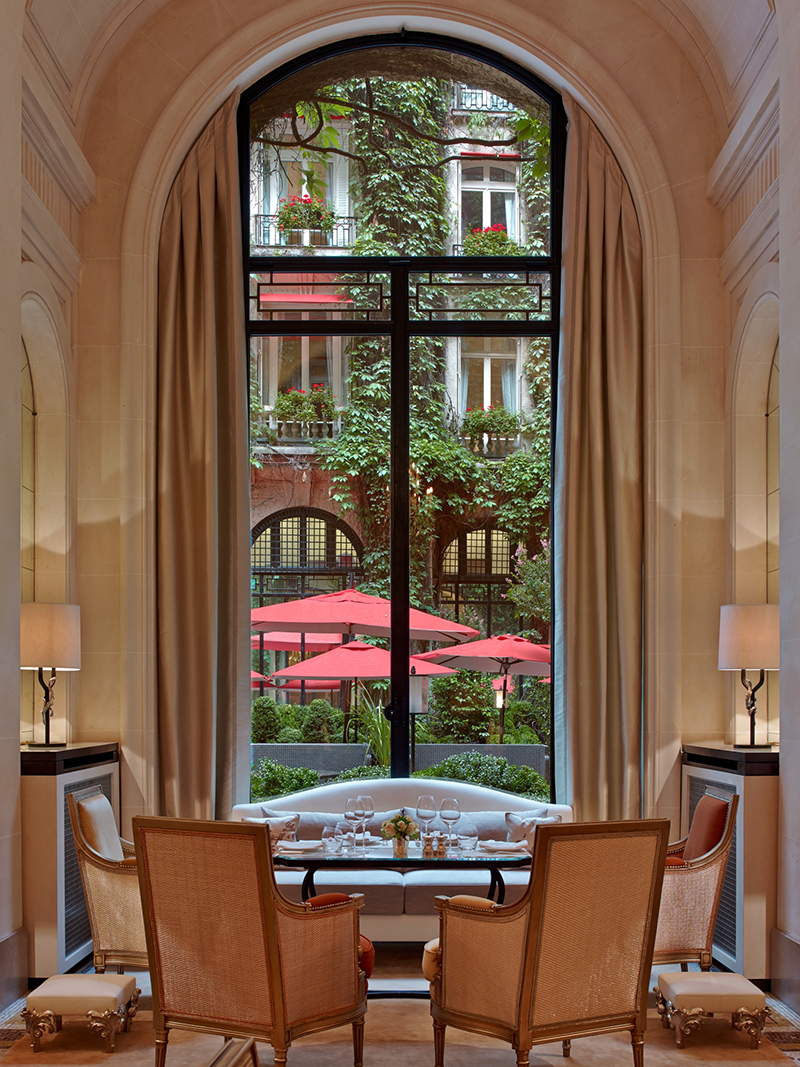 H tel plaza ath n e style luxury and romance the art of plating - La cour jardin plaza athenee ...
