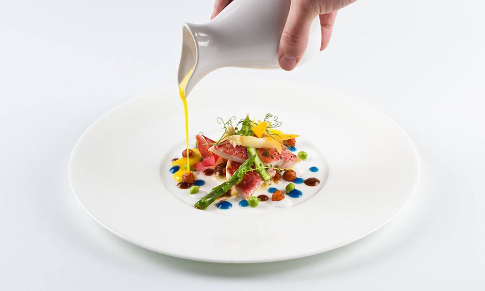 Mandarin Hotel, Moments Restaurant